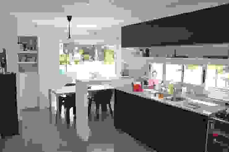 CASA M - Estudio Fernandez+Mego Cocinas minimalistas de Estudio Fernández+Mego Minimalista