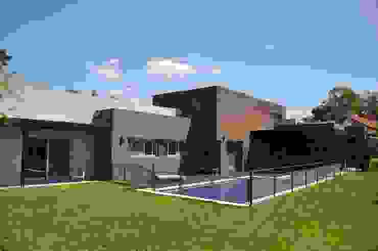 Casas minimalistas de Estudio Fernández+Mego Minimalista