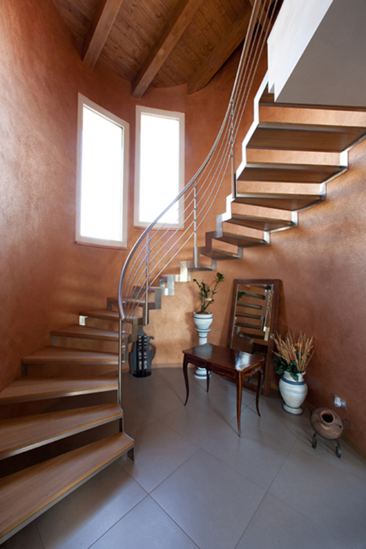 Classic style corridor, hallway and stairs by Barra&Barra Srl Classic