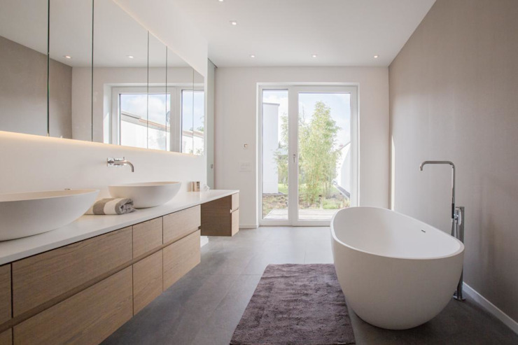 Bathroom by BPLUSARCHITEKTUR