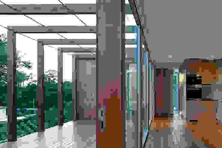 Modern Corridor, Hallway and Staircase by Jular Madeiras Modern Wood Wood effect