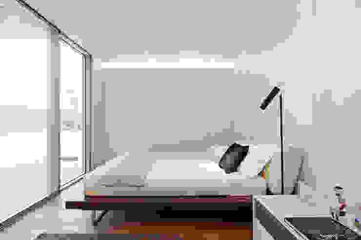 Modern style bedroom by Jular Madeiras Modern Plywood