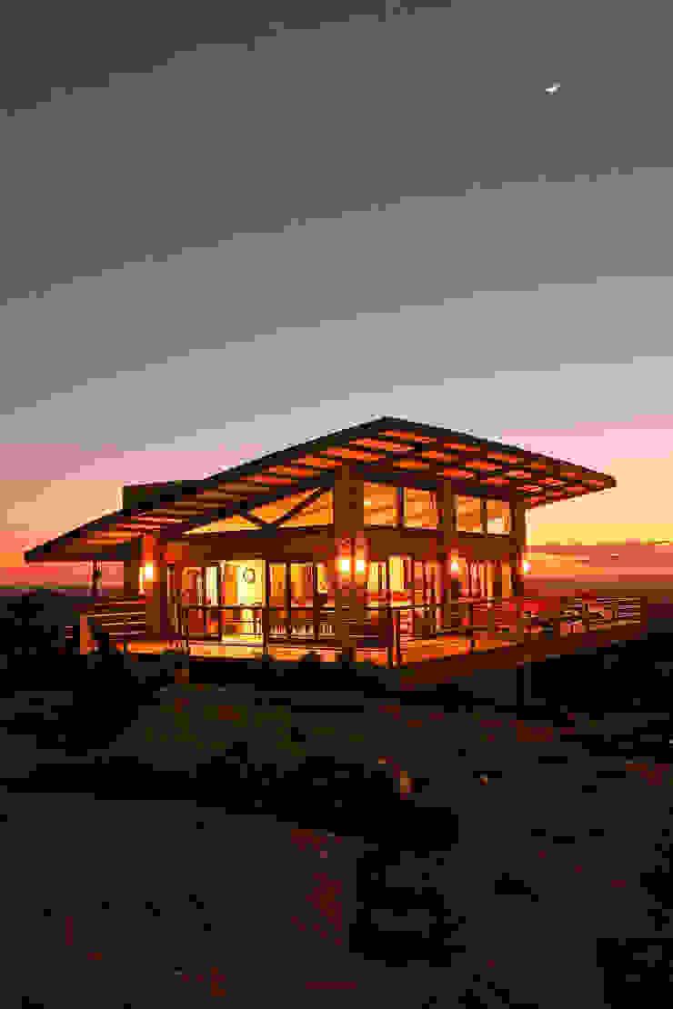 Casa da Serra Duo Arquitetura Casas campestres Madeira Ambar/dourado