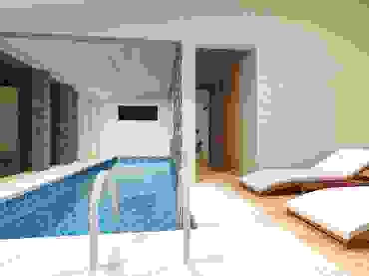 Zona fitness (piscina) Planta Baja Albercas modernas de Ingenieros y Arquitectos Continentes Moderno