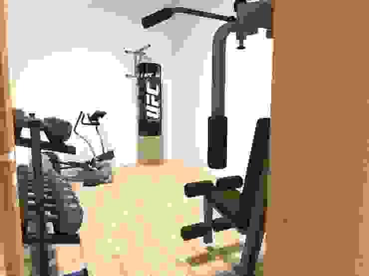 Zona fitness (Gimnasio) Planta Baja Gimnasios domésticos modernos de Ingenieros y Arquitectos Continentes Moderno