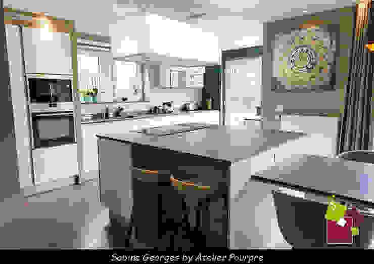 Aménagement séjour, cuisine et Hall Cuisine moderne par Atelier Pourpre Design & Décoration SPRL Moderne Bois Effet bois