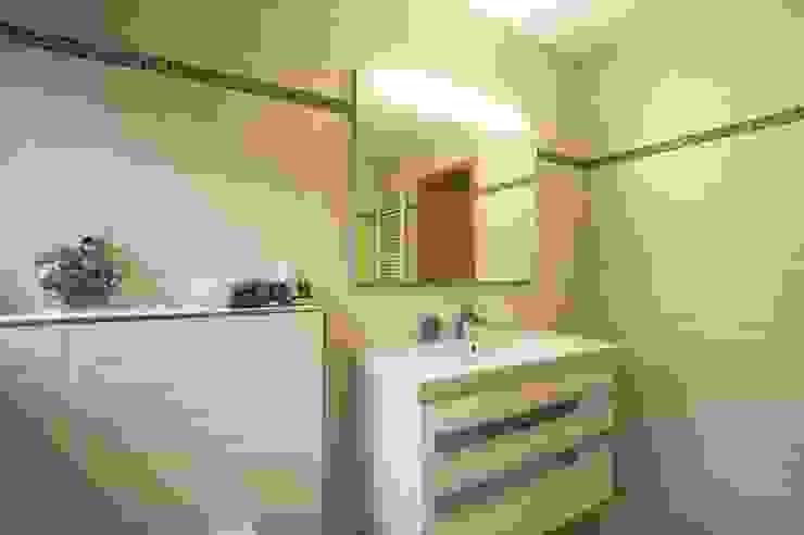 Salle de bain moderne par Immobilienphoto.com Moderne