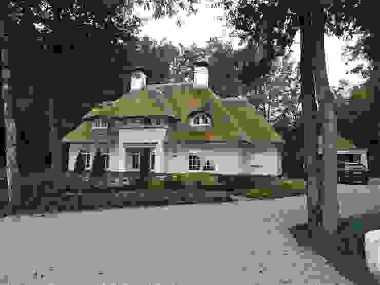Rietgedekte nieuwbouw villa te Beekbergen van homify