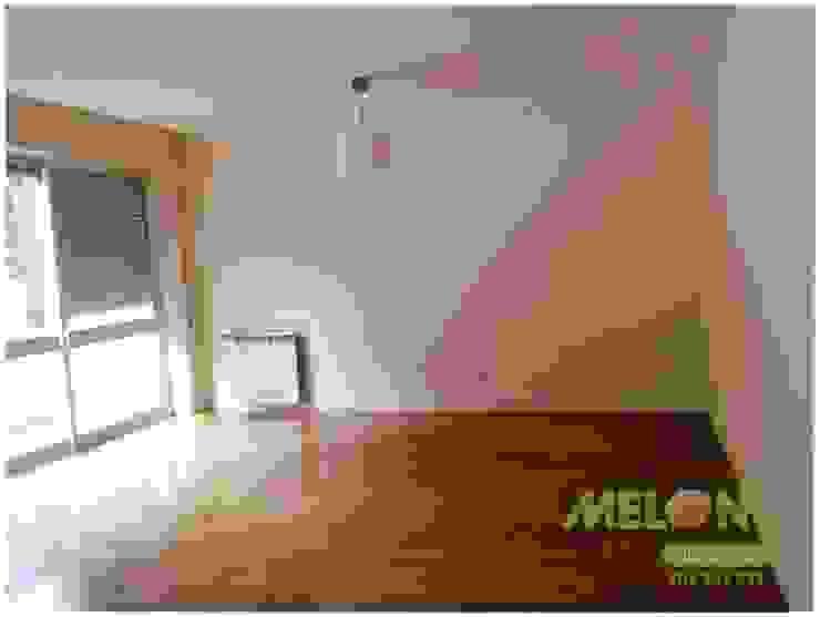 Remodelação de Apartamento Salas de estar clássicas por MELOM Momentos Clássico