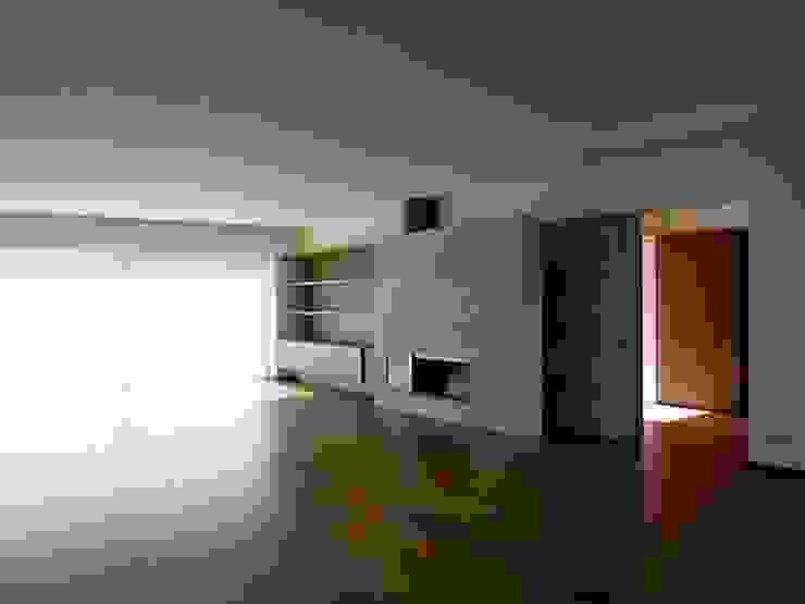 Living room Salas de estar minimalistas por Arquitectura Sensivel Minimalista Madeira maciça Multicolor