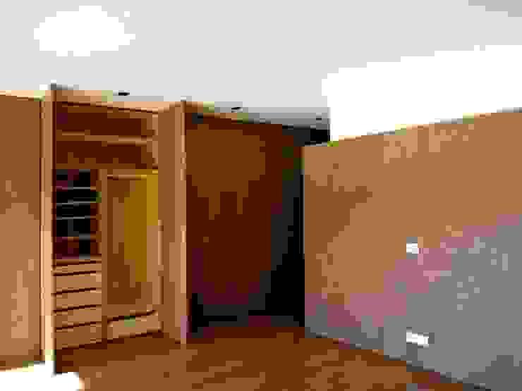 Bedroom Quartos minimalistas por Arquitectura Sensivel Minimalista Madeira maciça Multicolor