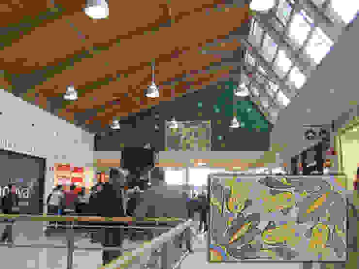 Pannello Fiori CEAR Ceramiche Azzaro & Romano Srl Ingresso, Corridoio & Scale in stile mediterraneo Ceramica Variopinto
