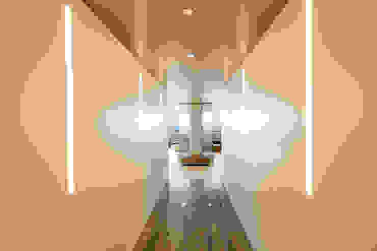 Corridor & hallway by Andrew Mikhael Architect, Minimalist