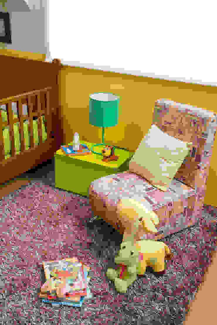 Sillón de descanso habitación bebé de Idea Interior Moderno Aglomerado