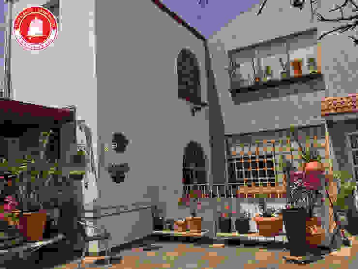 Balkon, Beranda & Teras Gaya Rustic Oleh Ingenieros y Arquitectos Continentes Rustic