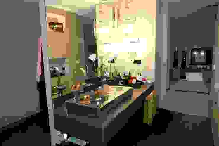 Apartamento - Restauro Casas de banho modernas por Decorando - Inner Spaces Moderno