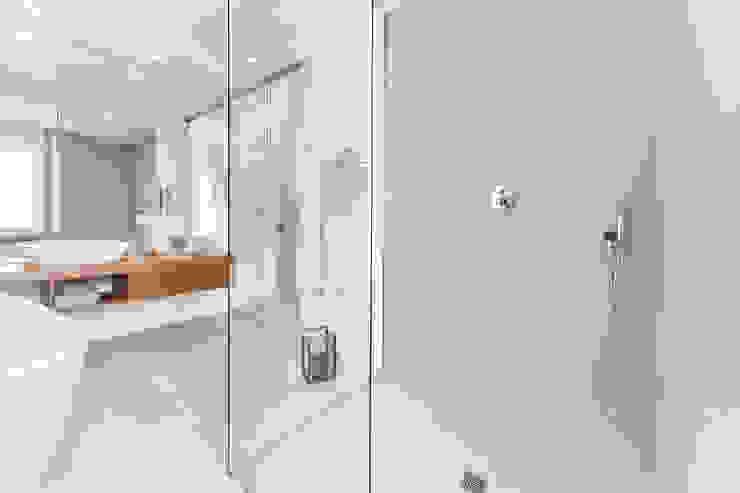 Moderne Badezimmer von sabrina masala Modern