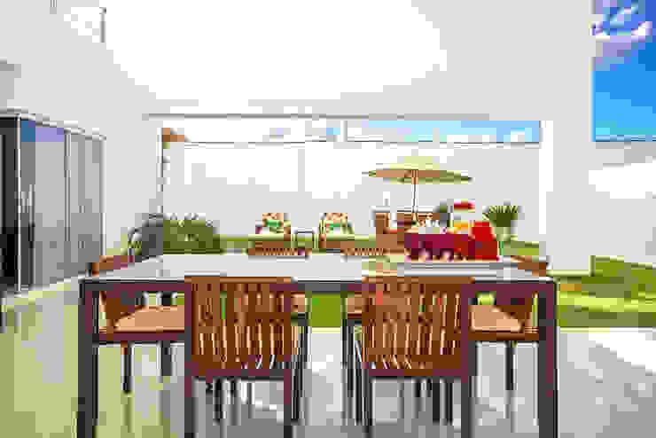 Balcon, Veranda & Terrasse minimalistes par Duo Arquitetura Minimaliste