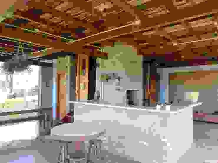 Balkon, Beranda & Teras Gaya Rustic Oleh Zani.arquitetura Rustic