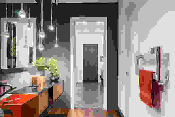 Квартира в <q>Ark Palace</q> Ванная комната в стиле минимализм от Kristina Petraitis Design House Минимализм