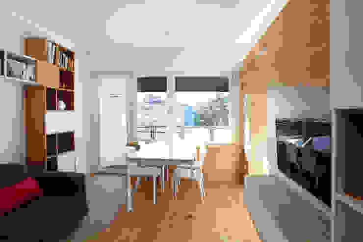 Soggiorno Soggiorno moderno di gianluca valorz architetto Moderno Legno Effetto legno