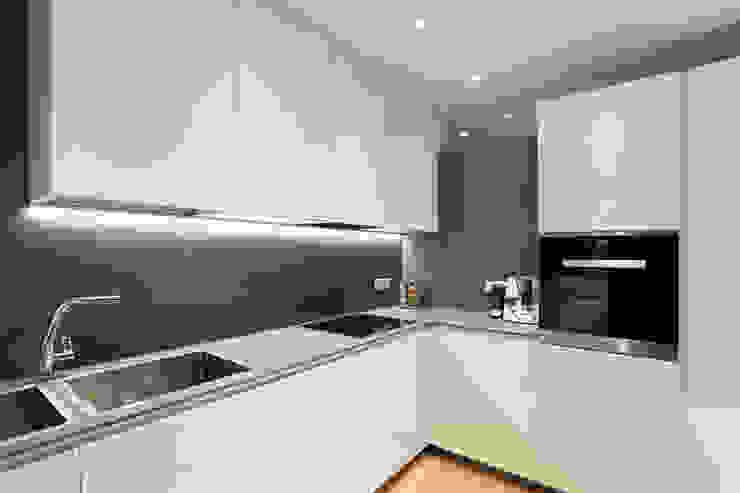Cucina Cucina moderna di gianluca valorz architetto Moderno