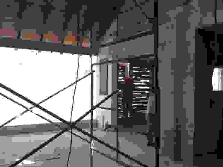 Transición a Sala de TV Salas multimedia eclécticas de Molcajete Arquitectura Interiores Diseño Ecléctico