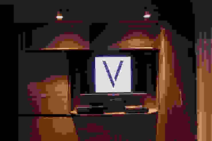Muro Multifuncional Vertex de Vertex Moderno