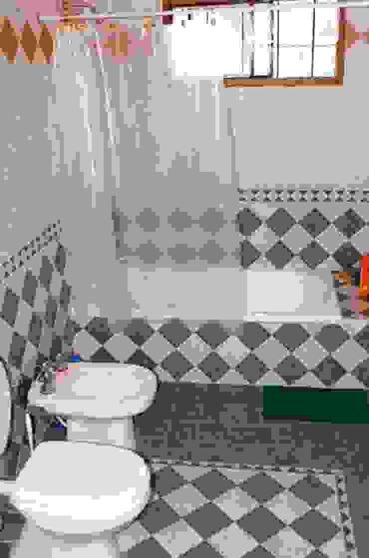 Liliana almada Propiedades Rustic style bathroom