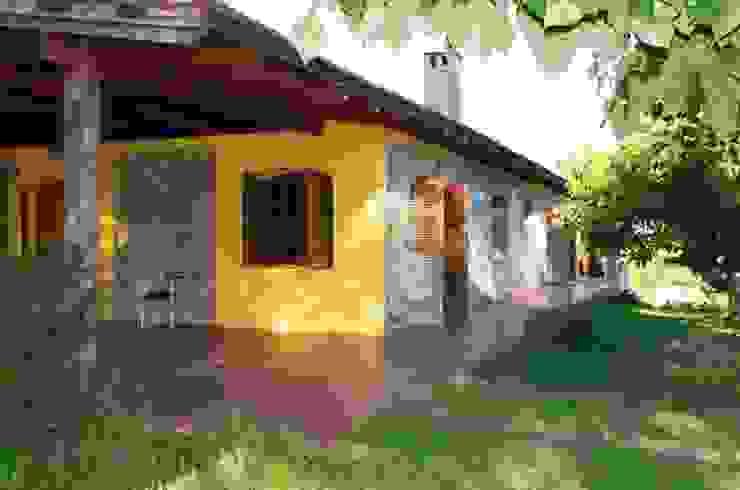fachada Casas rústicas de Liliana almada Propiedades Rústico