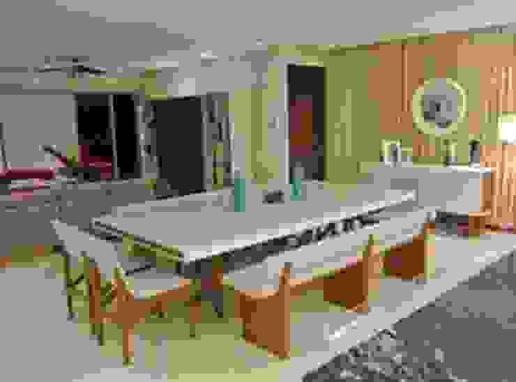 ArtiA desarrollo, arquitectura y mobiliario. Sala da pranzo minimalista Legno Bianco