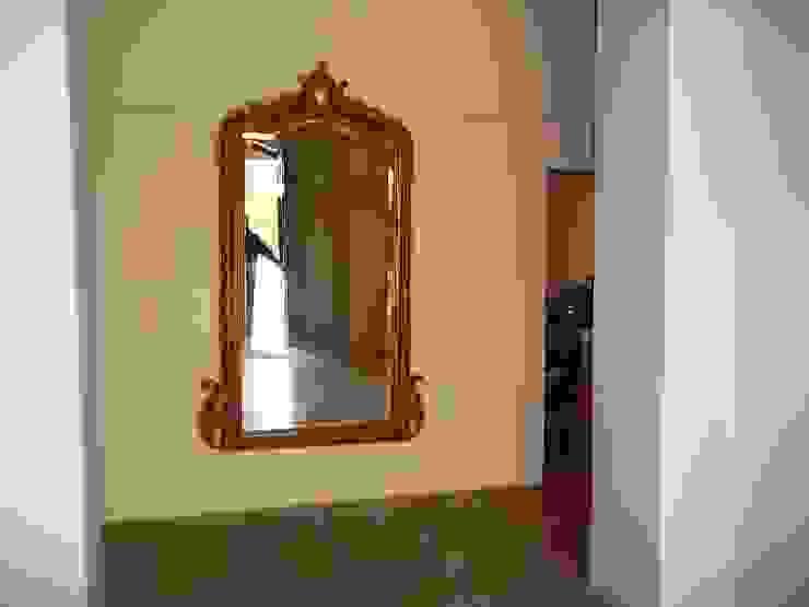 Espejo Liliana almada Propiedades Pasillos, vestíbulos y escaleras de estilo colonial