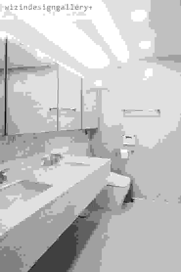 반포 래미안퍼스티지 욕실인테리어,욕실리모델링 모던스타일 욕실 by wizingallery 모던