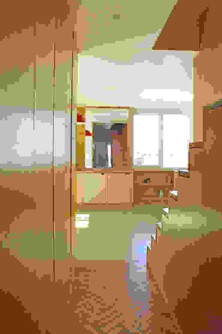 Cozinha entrada por SAMF Arquitectos