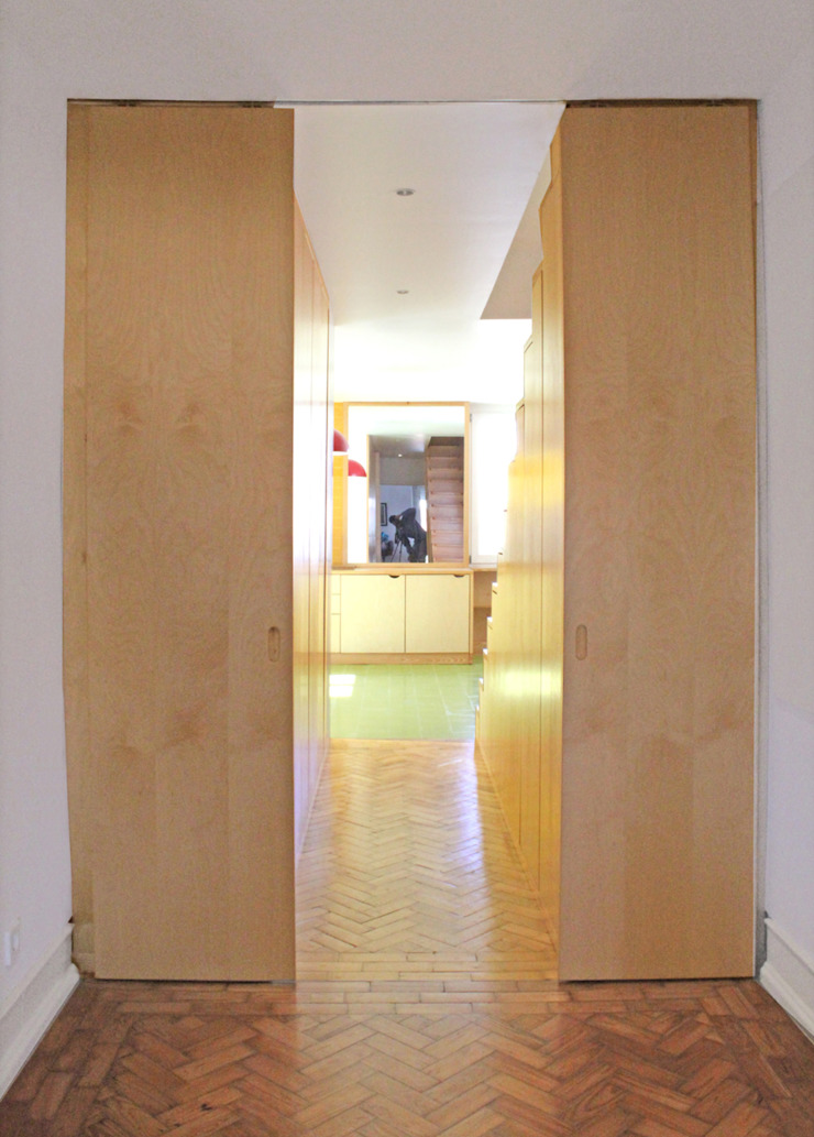 Átrio (vista cozinha) por SAMF Arquitectos