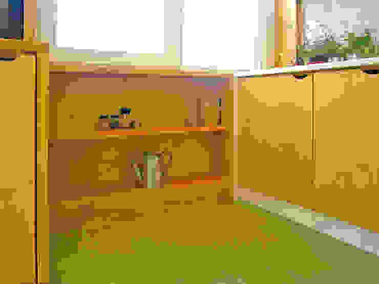 Cozinha detalhe armário por SAMF Arquitectos