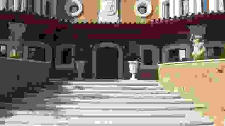 Proyecto en Nueva Andalucia Grabados en Mármol S.L Casas de estilo clásico