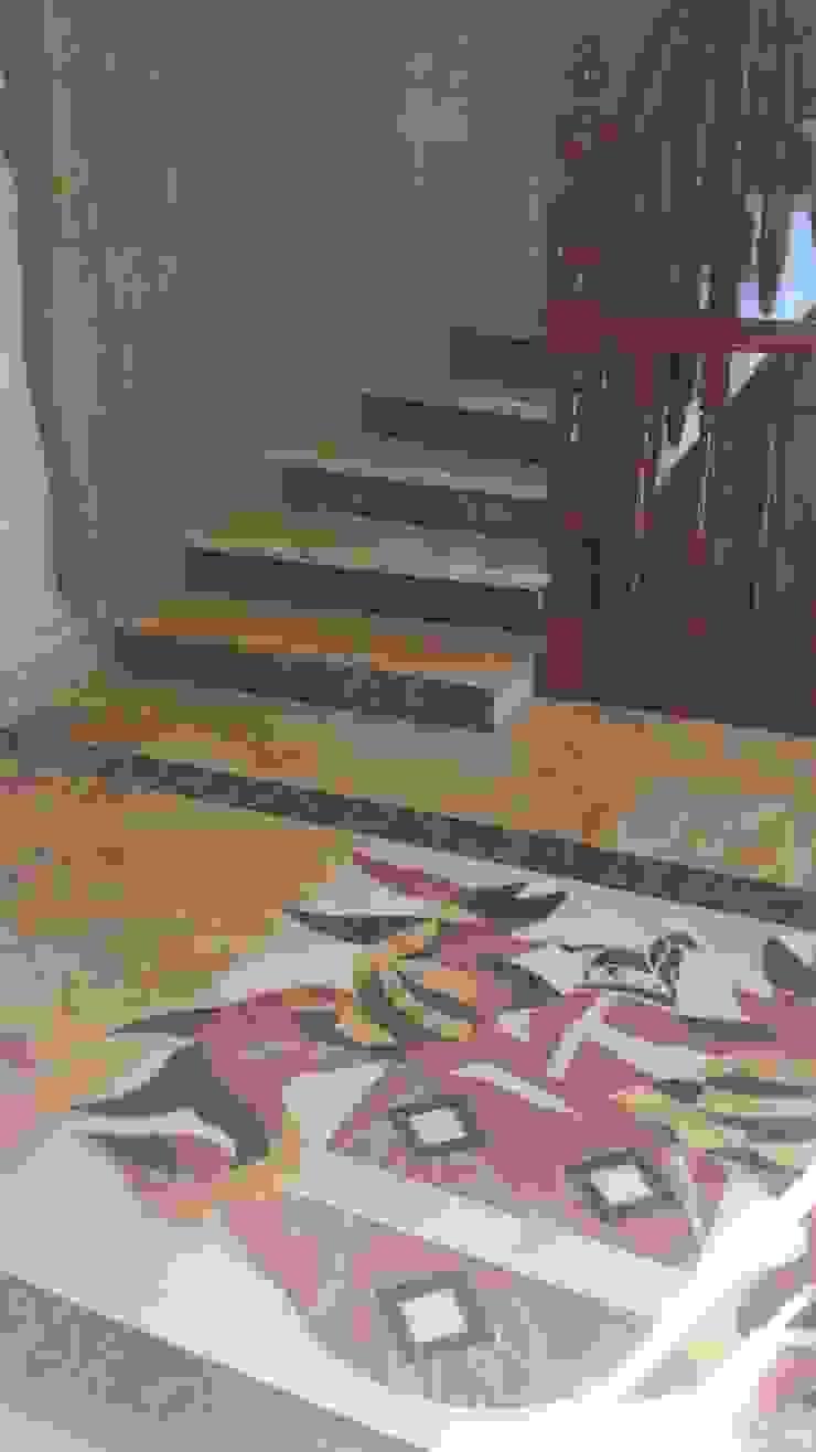 Proyecto en Nueva Andalucia Grabados en Mármol S.L Pasillos, vestíbulos y escaleras de estilo clásico