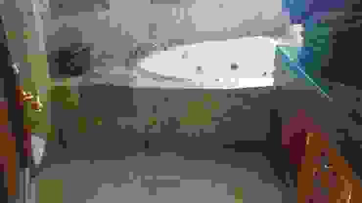 Proyecto en Nueva Andalucia Grabados en Mármol S.L Baños de estilo clásico