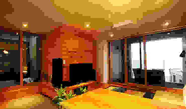 ห้องนั่งเล่น by 비온후풍경 ㅣ J2H Architects