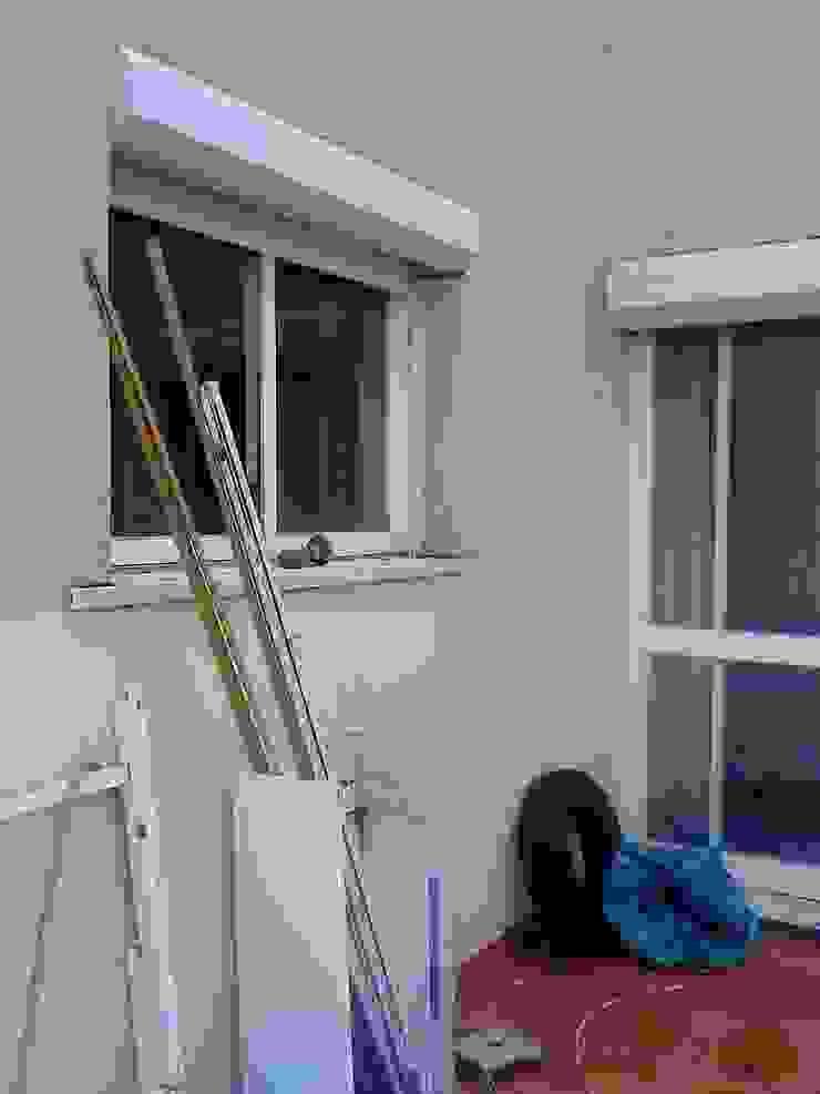 Antiga janela (agora porta de cozinha que dá para varanda) por SAMF Arquitectos