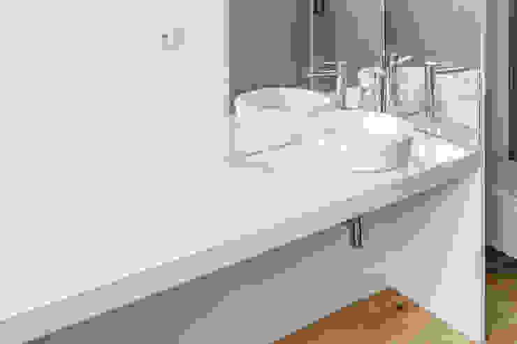 Taipas_8 Casas de banho modernas por XYZ Arquitectos Associados Moderno