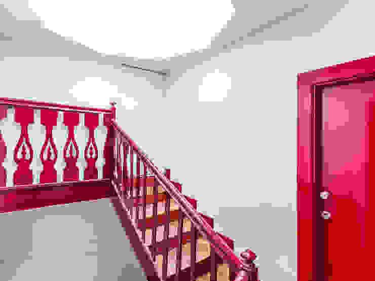Taipas_14 Corredores, halls e escadas modernos por XYZ Arquitectos Associados Moderno