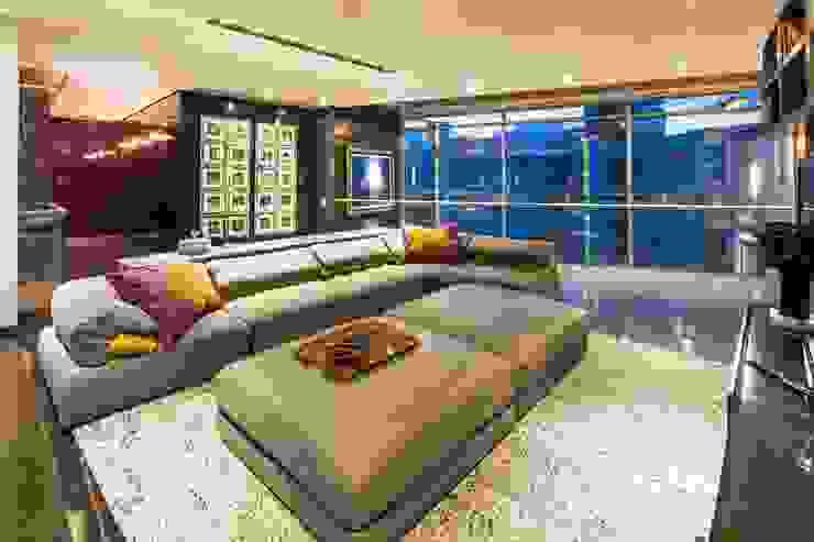 Salas de entretenimiento de estilo moderno de Línea Vertical Moderno