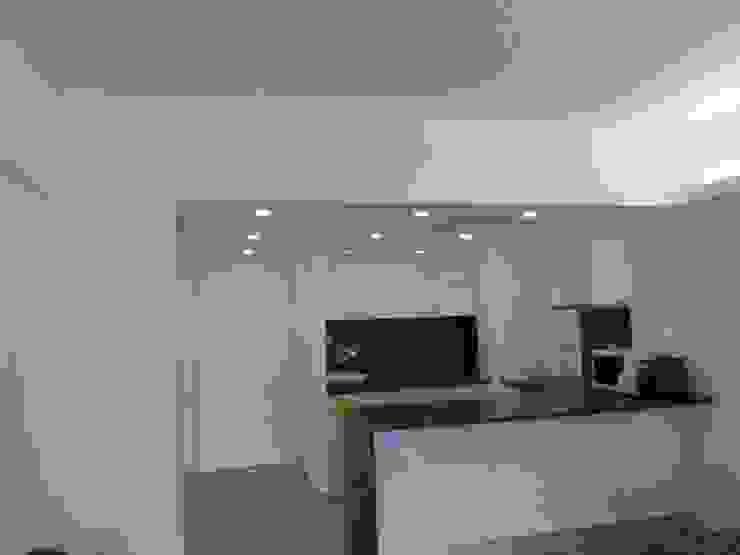 Apartamento Sesimbra Cozinhas minimalistas por INNER TREE Minimalista