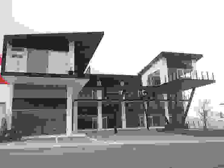 Plaza Lagoon Centros comerciales de estilo moderno de AParquitectos Moderno Hierro/Acero