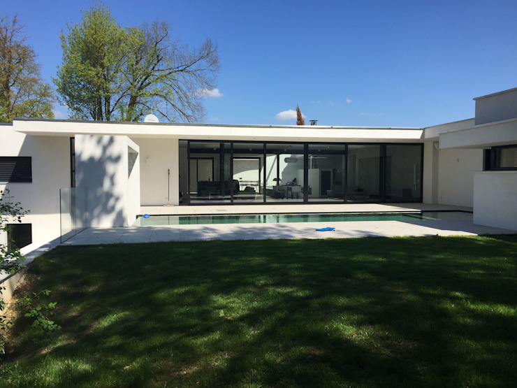 現代房屋設計點子、靈感 & 圖片 根據 Atelier d'Architecture Eric Guerchon 現代風