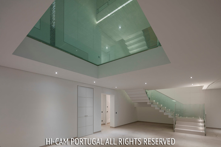 Modern Corridor, Hallway and Staircase by Hi-cam Portugal Modern