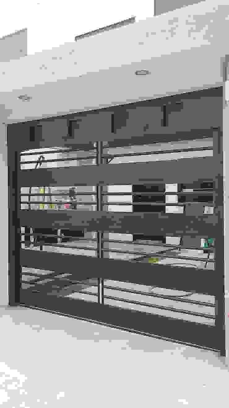 Elite Puertas Automaticas Garajes y galpones de estilo moderno Hierro/Acero Marrón