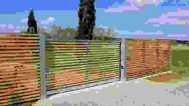 Portail bois Jardin moderne par Constans Paysage Moderne